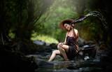 Piękna azjatykcia kobieta w siklawie - 166840618