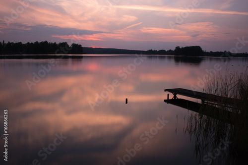 Plakat fioletowy zachód słońca w laket