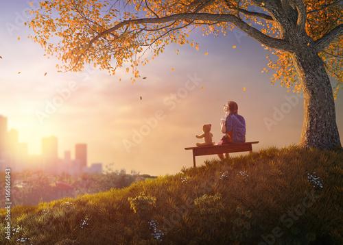 Obraz na plátně  child sitting on the bench