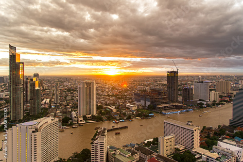 Photo  Aerial view over Bangkok modern office building in bangkok business zone near th