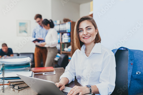Fotografia Businesswoman smiling in office