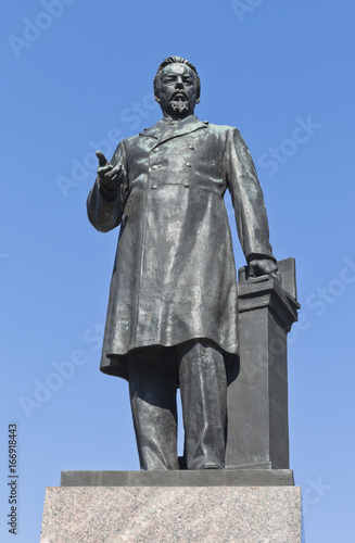 Foto auf Leinwand Historische denkmal Monument to A.S. Popov on Kamennoostrovsky Avenue in the city of St. Petersburg, Russia