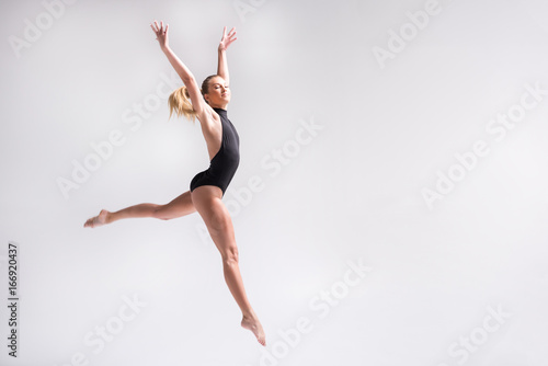 Keuken foto achterwand Gymnastiek Sublime youthful lady performing gymnastics choreography jump