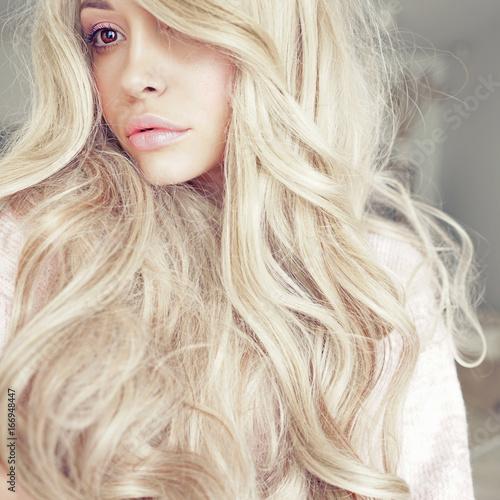 Obraz na plátně Beautiful blonde