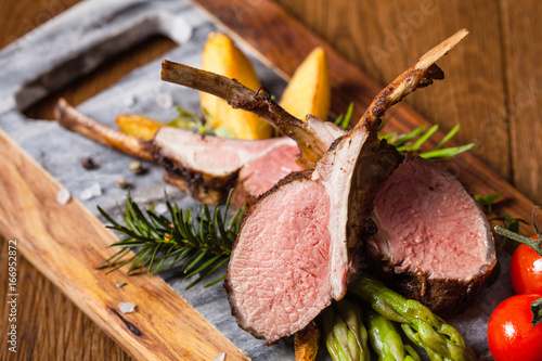 Canvas Print Baked lamb loin, served with asparagus.