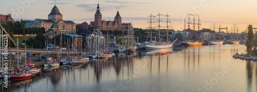Foto auf AluDibond Schiff Szczecin, Poland-August 2017:sailing ships at the wharf in Szczecin, Tall Ships Races 2017,panorama