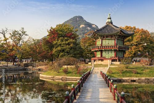 Keuken foto achterwand Seoel Gyeongbokgung Palace in autumn. Seoul, Korea.