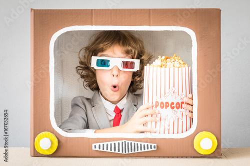 Fényképezés Child playing with cartoon TV