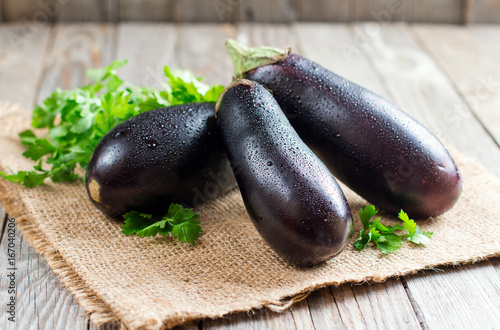 Photo  Fresh eggplant on wooden background