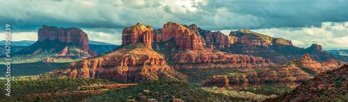 Photo Stands Arizona Mountain panorama in Sedona, Arizona