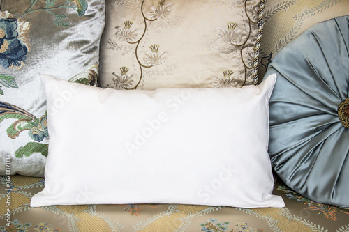 Fotografía  White lumbar pillow case Mockup. Interior photo