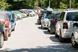 Fototapeta Uliczki - narrow street problems with parking traffic jam