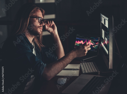 Fototapety, obrazy: Guy working with computer