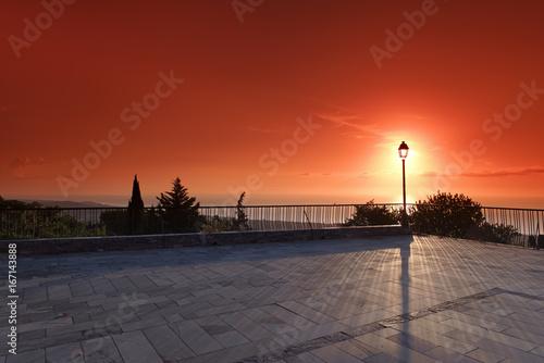 Fotobehang Rood paars terrasse sur la côte orientale de Haute Corse