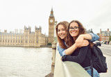 Fototapeta Londyn - Two teenage girls on Big Ben background