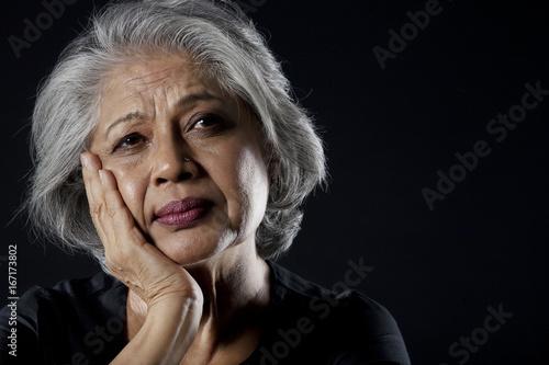 Fotografiet  Old woman dreaming