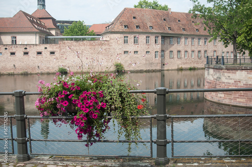 Papiers peints Ville sur l eau canaux quartier de la petite France à Strasbourg