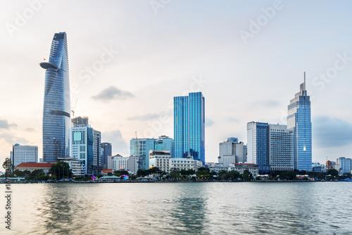 Foto  Ho Chi Minh City skyline and the Saigon River
