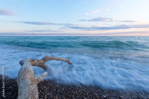In de dag Zwart Sea surf on a stony beach.