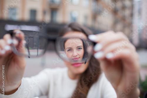 Pinturas sobre lienzo  Closeup portrait of young women with glasses