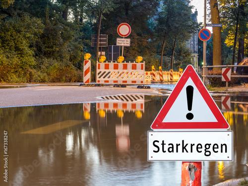 Plakat Uwaga znak ciężkiego deszczu