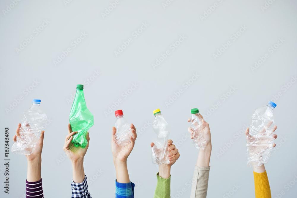 Fototapety, obrazy: Hands holding plastic bottle