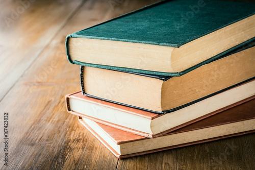 Stampa su Tela 積み重なった古い本