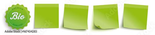 Fotografiet  4 grüne Klebezettel mit einem Bio-Label