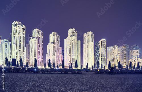 Fototapeta Rocznik tonujący obrazek Dubaj plaży okręg przy nocą, UAE.