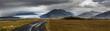 Wolkenverhangene Berge in Südisland