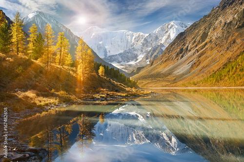 piekny-jesien-krajobraz-altai-gory-rosja