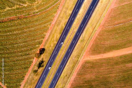 widok-z-gory-autostrady-w-obszarze-wiejskim