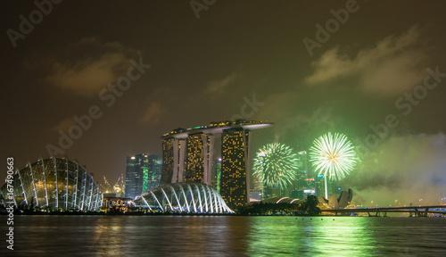 Photo  Skyline at night in Marina Bay, Singapore