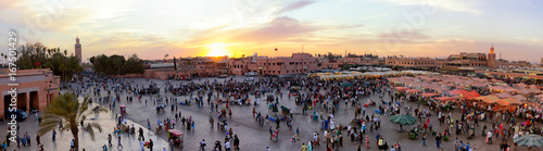Papiers peints Maroc Panorama view of the Djemaa El Fna square in Marrakesh city during sunset. Marrakech, Morocco