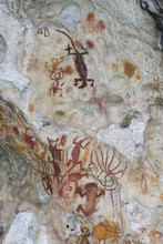 """Ancient Rock Art Painting Galleries, Aiduma Island, Near The Mainland New Guinea, Western Papua, Indonesian Controlled New Guinea, On The Science Et Images """"Expedition Papua, In The Footsteps Of Wallace"""", By Iris Foundation"""