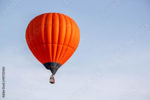 In de dag Ballon bright orange balloon flying in the blue sky