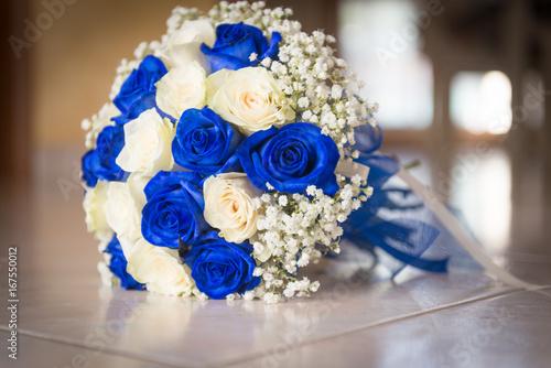 Bouquet Sposa Rose Blu.Buoquet Sposa Rotondo Di Rose Avorio E Blu Buy This Stock Photo