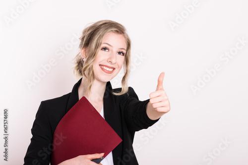 Foto  Junge positive Frau