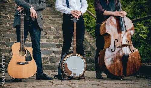 Fotografía  Trio of musicians with a guitar, banjo and contrabass