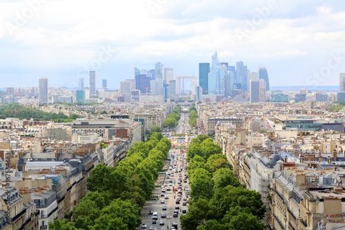 Papiers peints Paris PARIS, JULY 2017: Skyline of Paris city towards La Defense district.