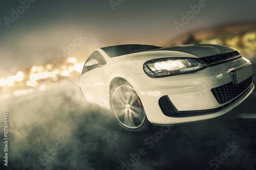 Plakat  schneller Sportwagen driftet über Asphalt