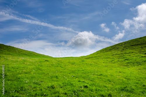 Fototapeta Green hill and a blue sky obraz