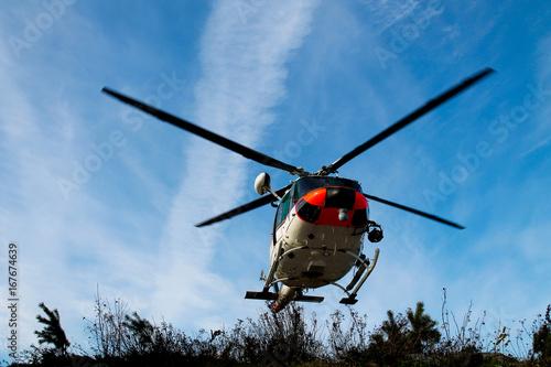Plakat Helikopter ratunkowy startujący z lądowiska dla helikopterów