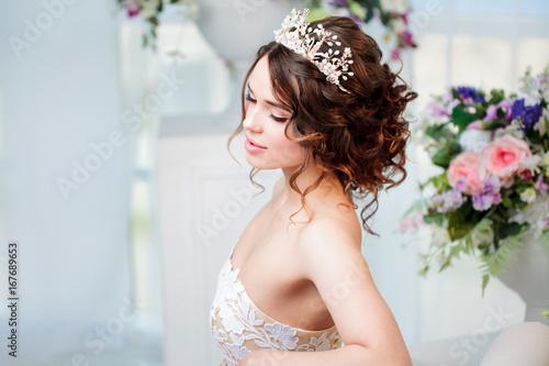 Cuadros en Lienzo Portrait of beautiful bride in wedding dress