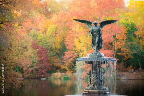 фотография  Bethesda Fountain in fall foliage Central Park, New York City