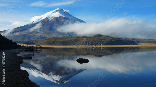 Tuinposter Reflectie View of the Limpiopungo lagoon with the Cotopaxi volcano reflected in the water on a cloudy morning - Ecuador
