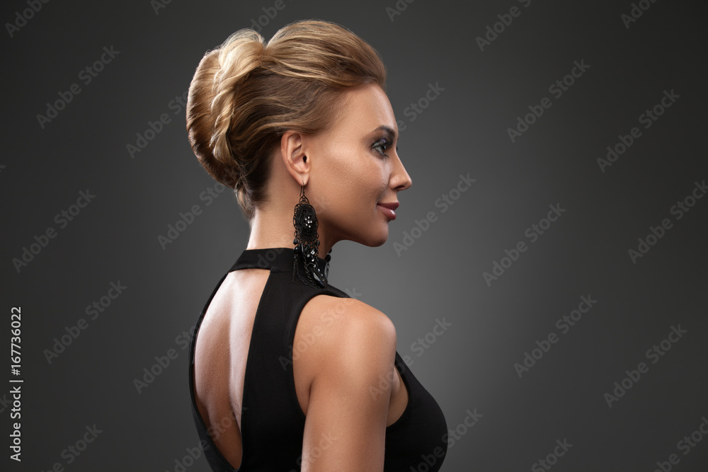Fototapety, obrazy: Beautiful woman with evening make-up. Jewelry and Beauty. Fashion photo