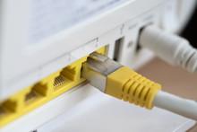 Ein DSL WLAN Router Und Ein Netzwerkkabel