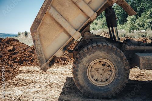 Plakat Close-up z ciałem dużej ciężarówki przemysłowej