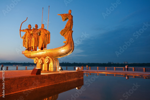 Photo Stands Kiev Monument to legendary founders of Kiev: Kiy, Schek, Khoryv and Lybid on Dnieper river coast, Kiev (Kyiv), Ukraine